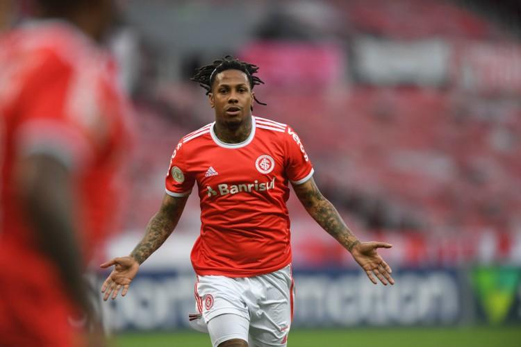 Atacante Abel Hernández comemora gol no jogo Internacional x Flamengo, no estádio Beira-Rio, pelo Campeonato Brasileiro Série A (Foto: Ricardo Duarte/Internacional)