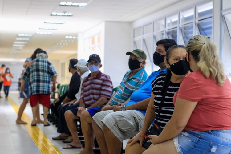Na última semana, a Policlínica Luis Carlos Fontenele, no bairro Passaré, em Fortaleza, foi um dos locais de vacinação contra a Covid-19. (Foto: Barbara Moira/O POVO)