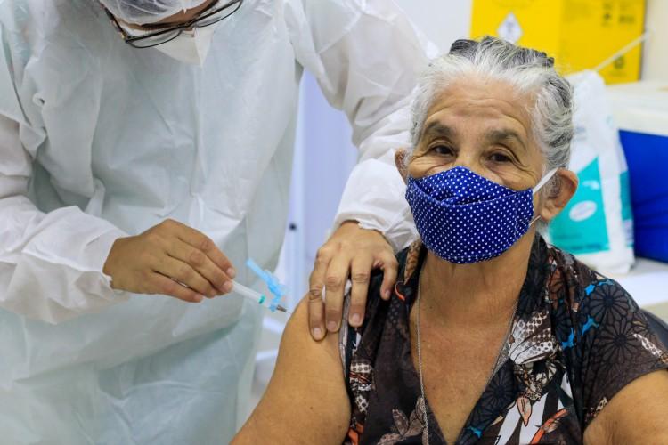 Um total de 247.771 pessoas foram imunizadas na Capital com a primeira dose da vacina. Outras 100.204 foram imunizadas com a segunda dose.  (Foto: BARBARA MOIRA)