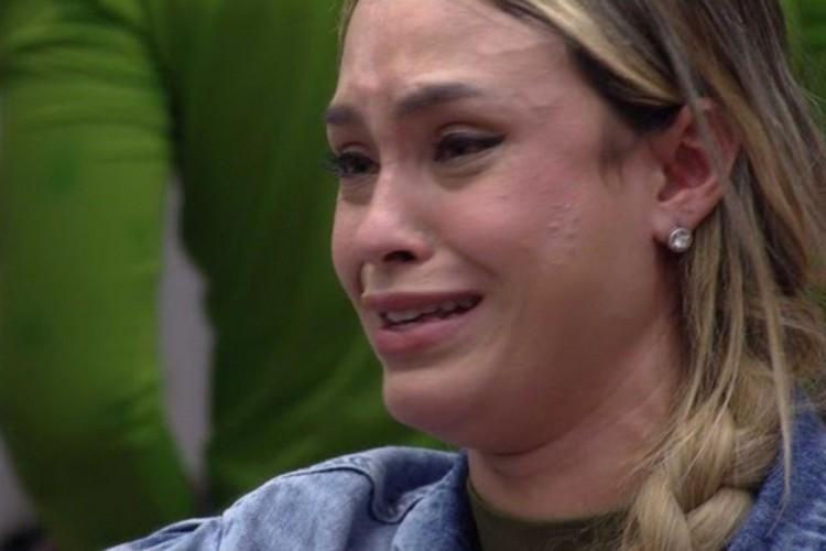Sarah chorou bastante e os participantes conversaram sobre o jogo (Foto: Reprodução/GloboPlay)