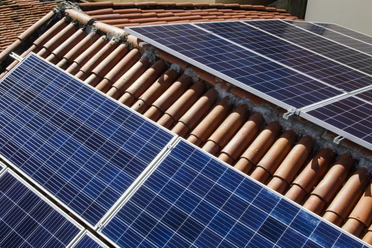 Montadora de usinas fotovoltaicas para geração de energia elétrica a partir da luz do Sol irá construir linha de montagem no Ceará (Foto: Thais Mesquita)
