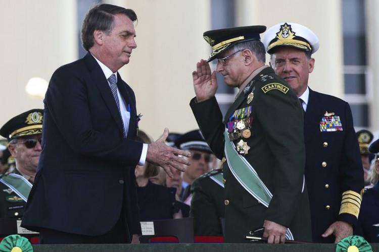 O presidente Jair Bolsonaro, em cerimônia do Dia do Soldado, na Concha Acústica do Quartel-General do Exército. (Foto: Antonio Cruz/Agência Brasil)