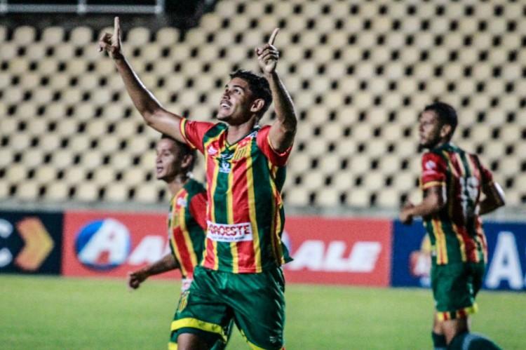 Jefinho do Sampaio Corrêa fez o primeiro gol da partida (Foto: Ronald Felipe / Sampaio Corrêa)
