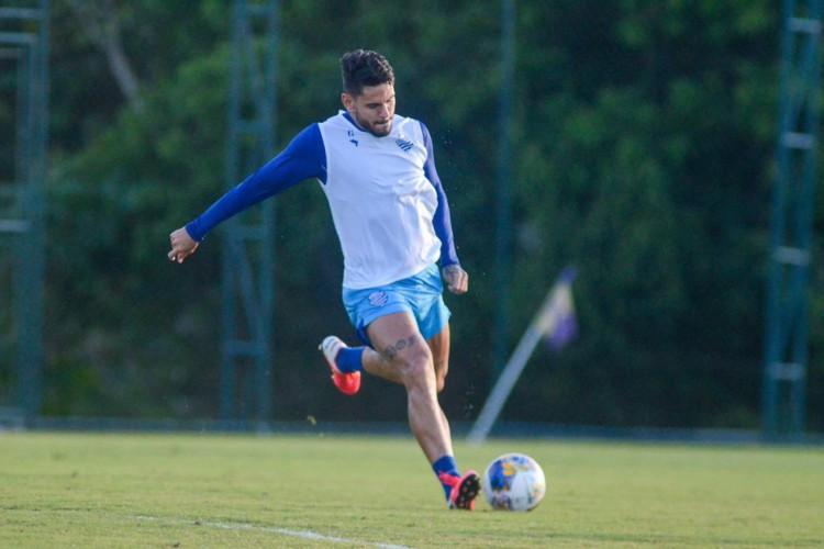 Zagueiro Fabrício é titular do CSA e tem dois gols de falta (Foto: Augusto Oliveira/Ascom CSA)