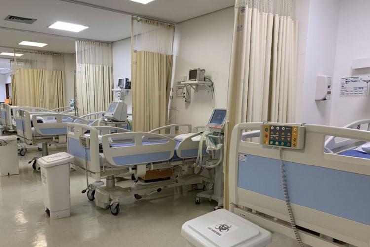 O HUB ampliou a oferta de leitos para a SES-DF, com a abertura de 11 novas vagas de enfermaria Covid, totalizando 23 leitos (21 de enfermaria e 2 de UTI) (Foto: Comunicação HUB)
