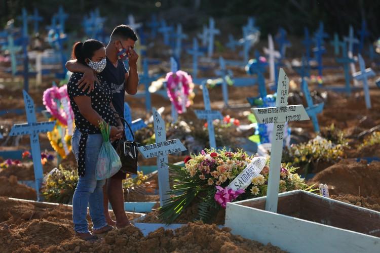 Março de 2021 foi o mês mais letal da pandemia no Brasil (Foto:  Michael DANTAS / AFP)