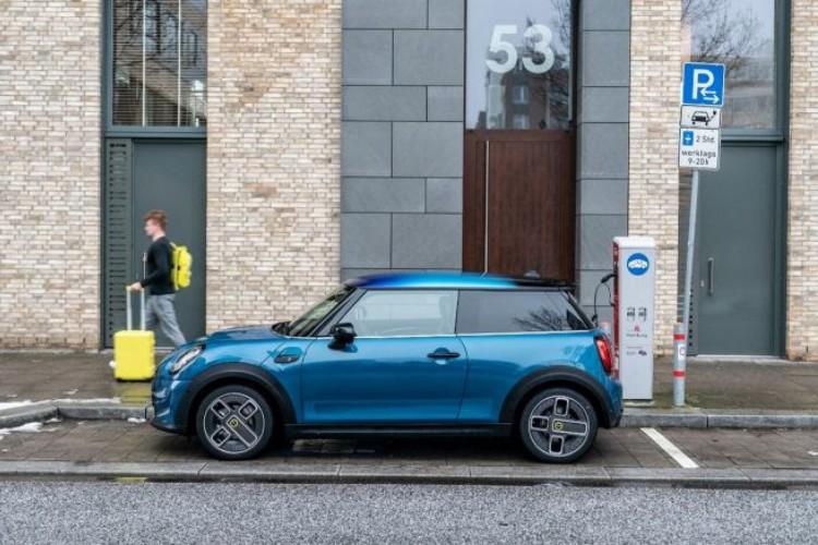 O modelo é produzido na fábrica de Oxford, no Reino Unido, a casa da MINI (Foto: Divulgação/MINI)
