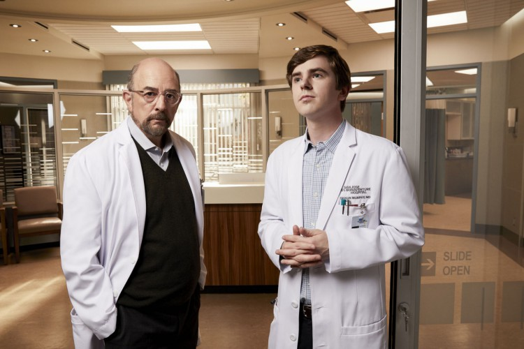 'The Good Doctor' é estrelado por Freddie Highmore e Richard Schiff (Foto: ABC/Art Streiber)