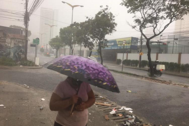 Condições favoráveis para o registro de chuvas prosseguem até quarta-feira, 05, em todo o Ceará (Foto: Thais Mesquita/O Povo)