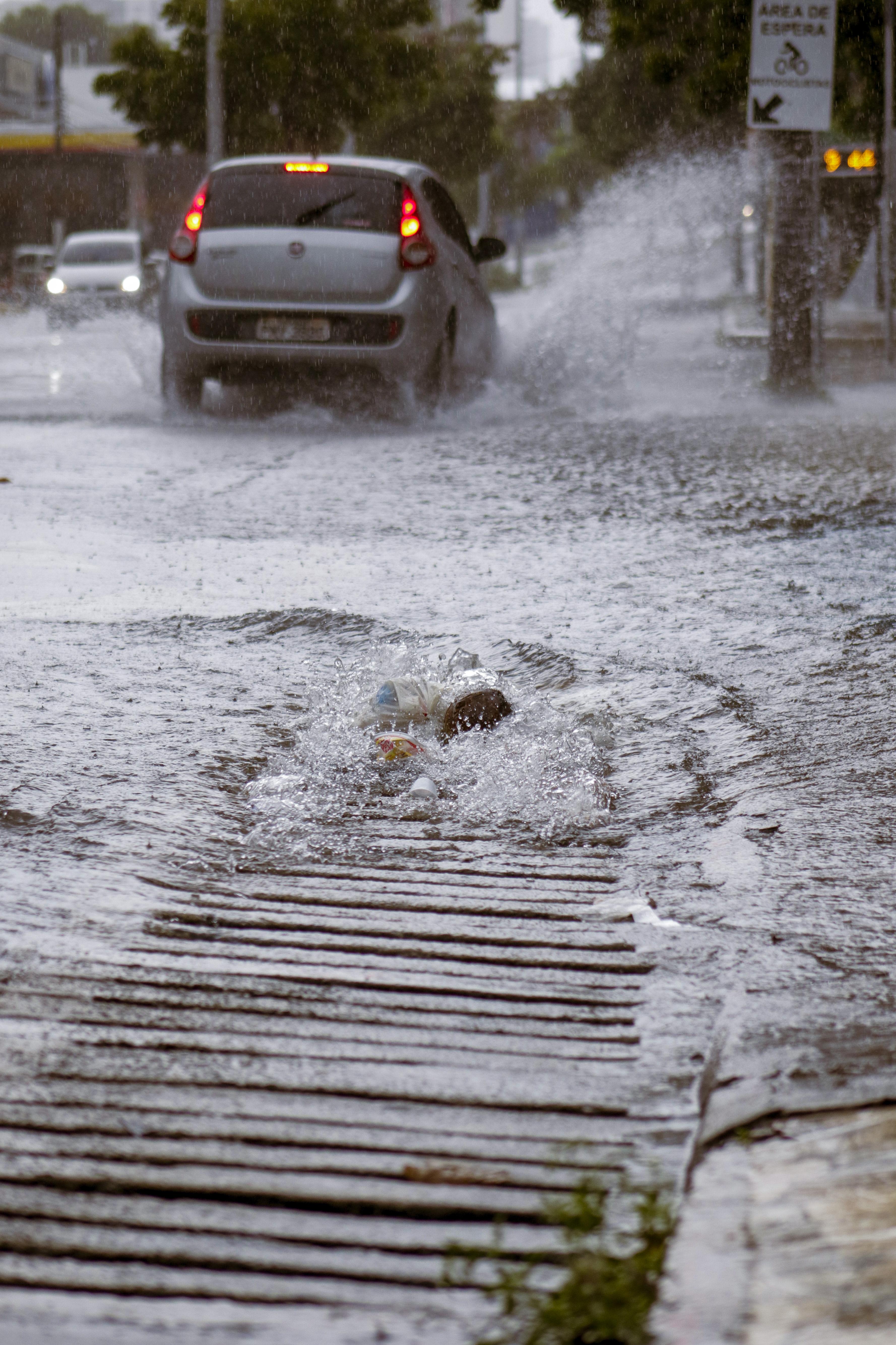 Chuva forte em Fortaleza na manhã de hoje, com alagamento