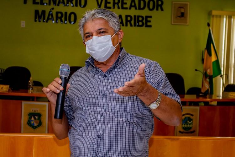 Prefeito de Jaguaruana, Elias Oliveira (PCdoB) anuncia doação de 2200 cestas básicas para famílias mais vulneráveis (Foto: Reprodução/Facebook)