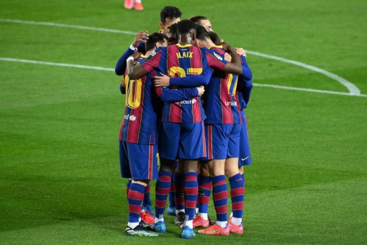 Entre os jogos de futebol de hoje, 5, destaque para Barcelona e Real Valladolid pelo Campeonato Espanhol (Foto: Lluis Gene/AFP)
