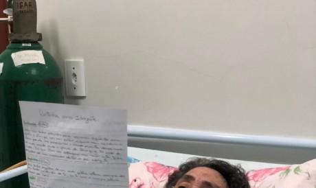 Na foto, dona Idelzuite Pires, 72, recebe sua primeira carta da família