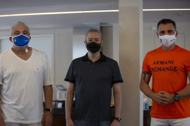 Branco (esquerda) ao lado do presidente Rogério Caboclo (centro) e do ex-jogador Ricardo Rocha (direita) (Foto: Thais Magalhães/CBF)