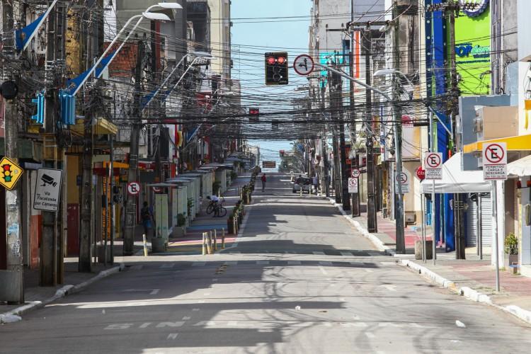 Ruas vazias no dia do anúncio de prorrogação do lockdown no Ceará (Foto: FABIO LIMA)
