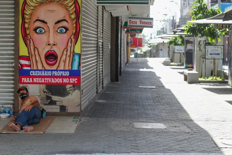 Ruas vazias neste domingo, 4, de lockdown (Foto: FABIO LIMA)