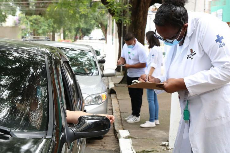 São Paulo - Início da vacinação contra covid-19 em pessoas acima de 90 anos na UBS Santo Amaro. (Foto: Rovena Rosa/Agência Brasil)