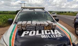 Um total de 25 quilos de maconha foram apreendidos em Brejo Santo pela Polícia Militar com dois passageiros vindos de São Paulo com destino a Quixelô