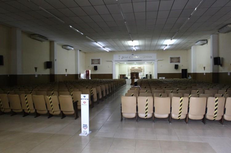 Tempo da Igreja Universal estava aberto nesta manhã, mas sem celebração