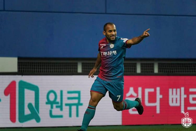 Meia Edinho, ex-Fortaleza, comemora gol em jogo do Daejeon Hana Citizen, da Coreia do Sul (Foto: Divulgação/Daejeon Hana Citizen FC)