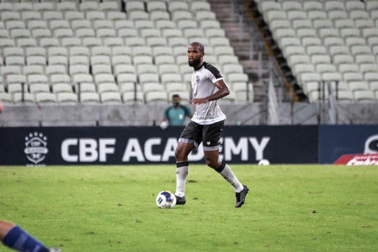 Zagueiro Messias será titular do Ceará no jogo de hoje diante do Internacional pelo Campeonato Brasileiro; veja como assistir à transmissão ao vivo  (Foto: Felipe Santos / Ceará SC)