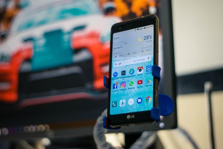 A LG figura entre as três maiores marcas de smartphones no Brasil.  (Foto: Reprodução/ Pexels)
