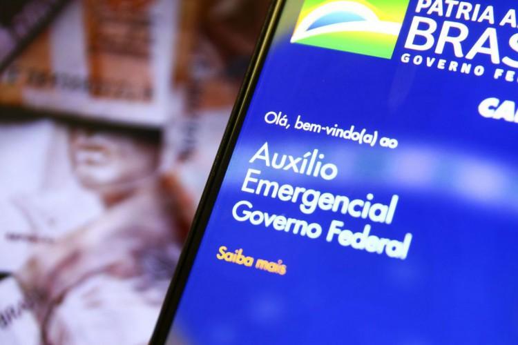 O POVO mostra como fazer a consulta do auxílio emergencial 2021 pela plataforma do Dataprev usando o CPF; confira (Foto: Marcelo Camargo/Agência Brasil)