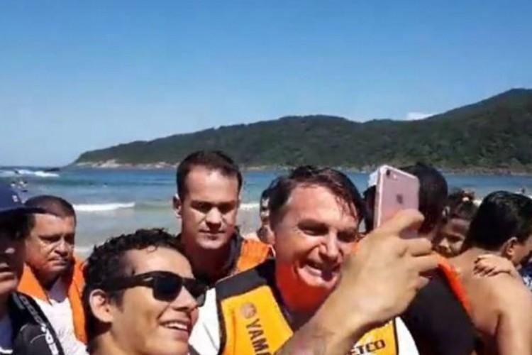 Bolsonaro em flash das férias (Foto: Facebook)