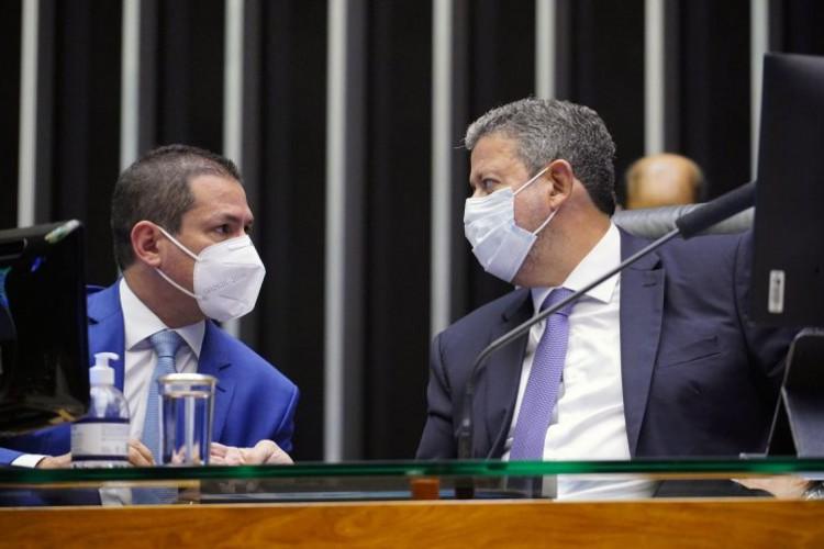 Deputados Marcelo Ramos (E), vice-presidente da Câmara, e Arthur Lira (D), presidente da Casa (Foto: Pablo Valadares/Câmara dos Deputados )