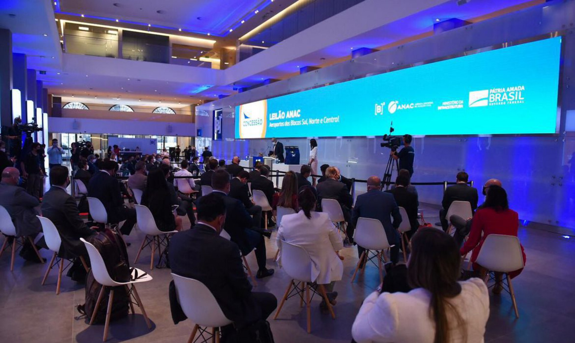 6ª rodada de concessões aeroportuárias. Os leilões dos 22 aeroporto arrecadaram mais de R$ 3 bilhões em outorgas