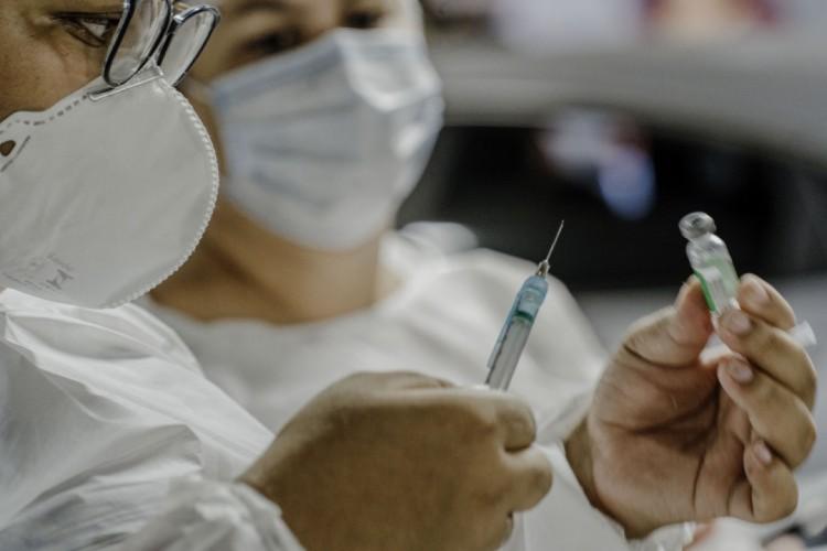 Vacinação contra Covid-19 (Foto: Júlio Caesar/O Povo)