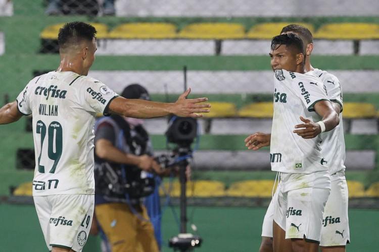 O jogador Rony, da SE Palmeiras, comemora seu gol contra a equipe do Defensa Y Justicia, durante partida válida pela final, ida, da Recopa, no Estádio Norberto Tito Tomaghello. (Foto: Cesar Greco) (Foto: Cesar Greco)