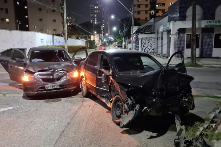 O acidente aconteceu na noite desta quarta-feira, 7. (Foto: Fco Fontenelle/O POVO)