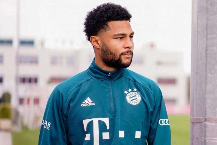 Gnabry testou positivo para a Covid-19 e se tornou desfalque contra o PSG (Foto: Divulgação / Bayern de Munique)