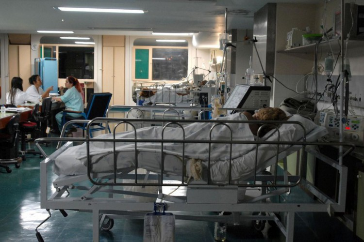 Brasília - Unidade de Terapia Intensiva (UTI) do Hospital Regional de Taguatinga. Em alguns hospitais do Distrito Federal faltam leitos para os pacientes. Foto: Marcello Casal JR/ABr (Foto: Marcello Casal Jr./Agência Brasil)