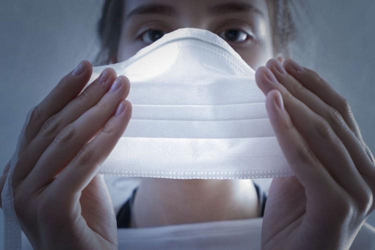 Uso de máscara para proteção contra o novo coronavírus. (Foto: Ricardo Wolffenbuttel/Governo de SC)