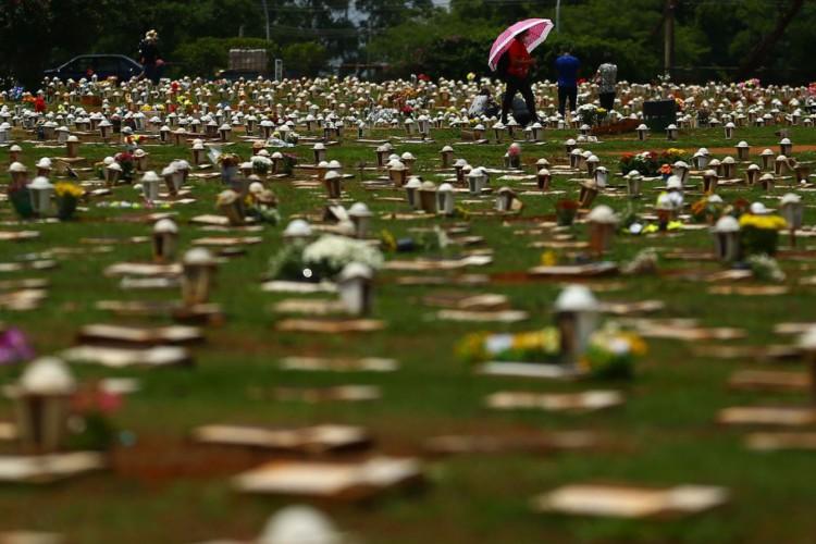 Dia de Finados no cemitério Campo da esperança em Brasília (Foto: Marcello Casal JrAgência Brasil)