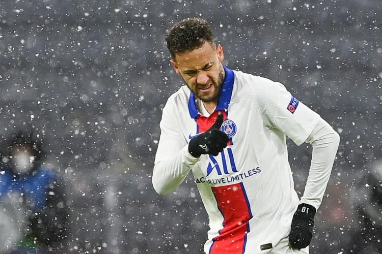 Entre os jogos desta quarta-feira, 28, o PSG, de Neymar, entra em campo pela semifinal da Liga dos Campeões (Foto: CHRISTOF STACHE / AFP)