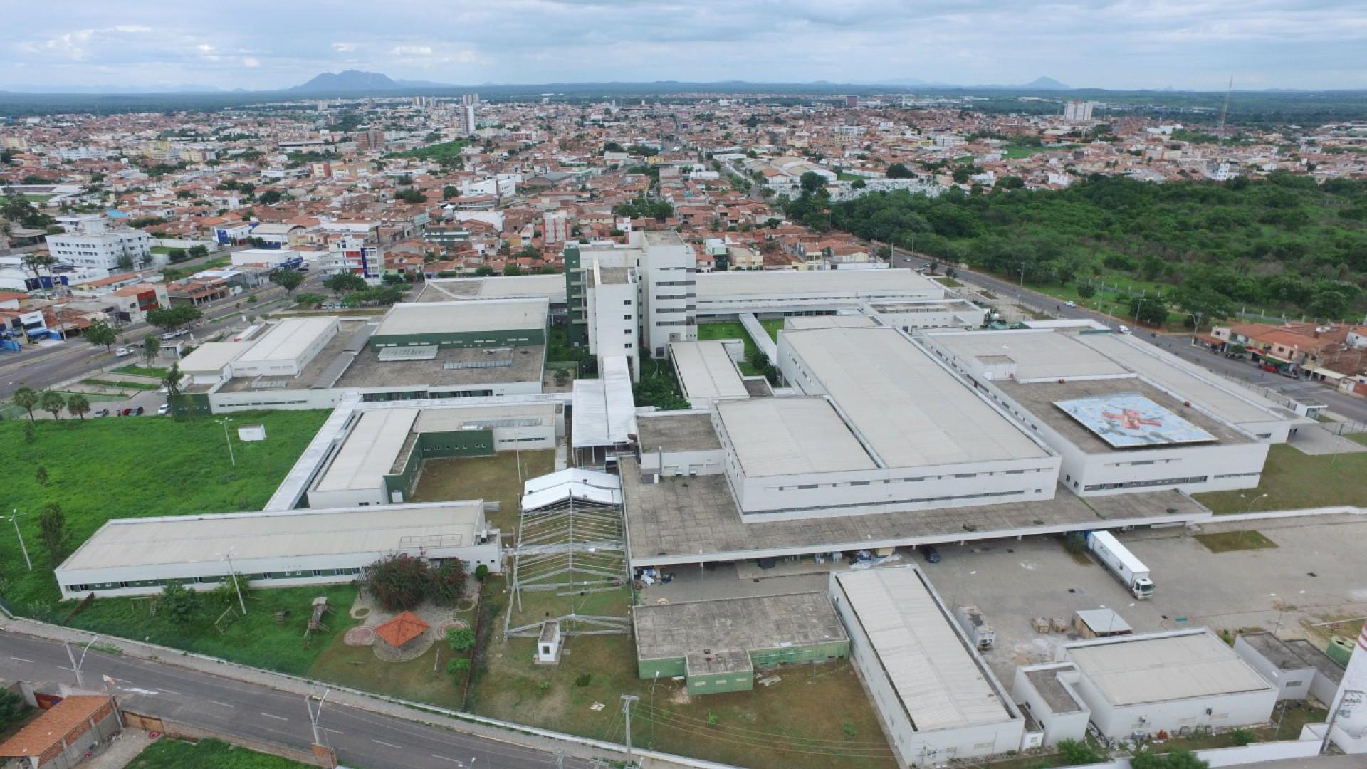 montagem do Hospital de Campanha no Hospital Regional Norte, em Sobral
