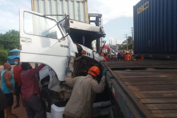 O acidente aconteceu na tarde desta quinta-feira, na CE-422. (Foto: Divulgação/Corpo de Bombeiros)