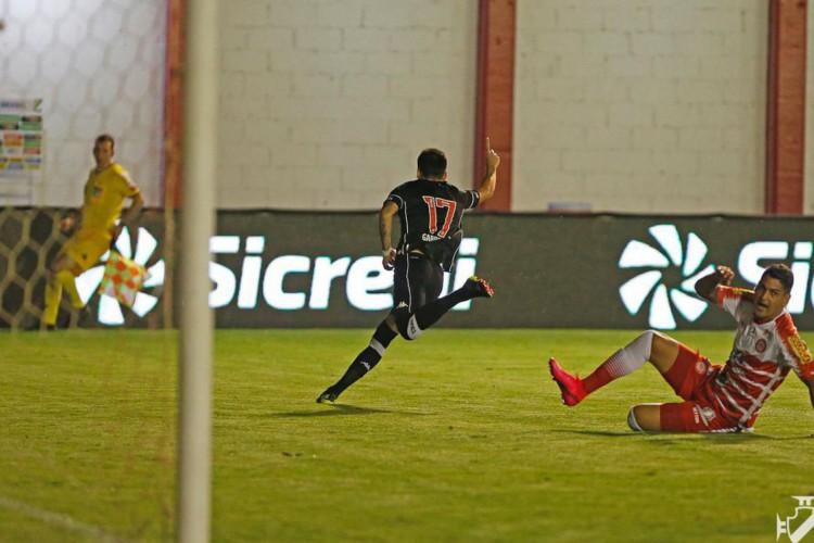 Vasco supera Tombense e avança na Copa do Brasil (Foto: )