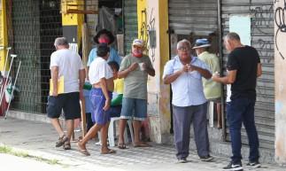 FORTALEZA,CE, BRASIL, 09.04.2021: Movimentação no comércio e na circulação de pessoas desrespeitando o decreto no último dia de lockdown. Parangaba, Centro. (Fotos: Fabio Lima/O POVO).