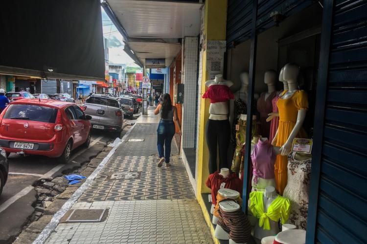 Os comércios de rua poderão funcionar entre 10 e 16 horas, com 25% da capacidade. (Foto: Luciano Cesário)
