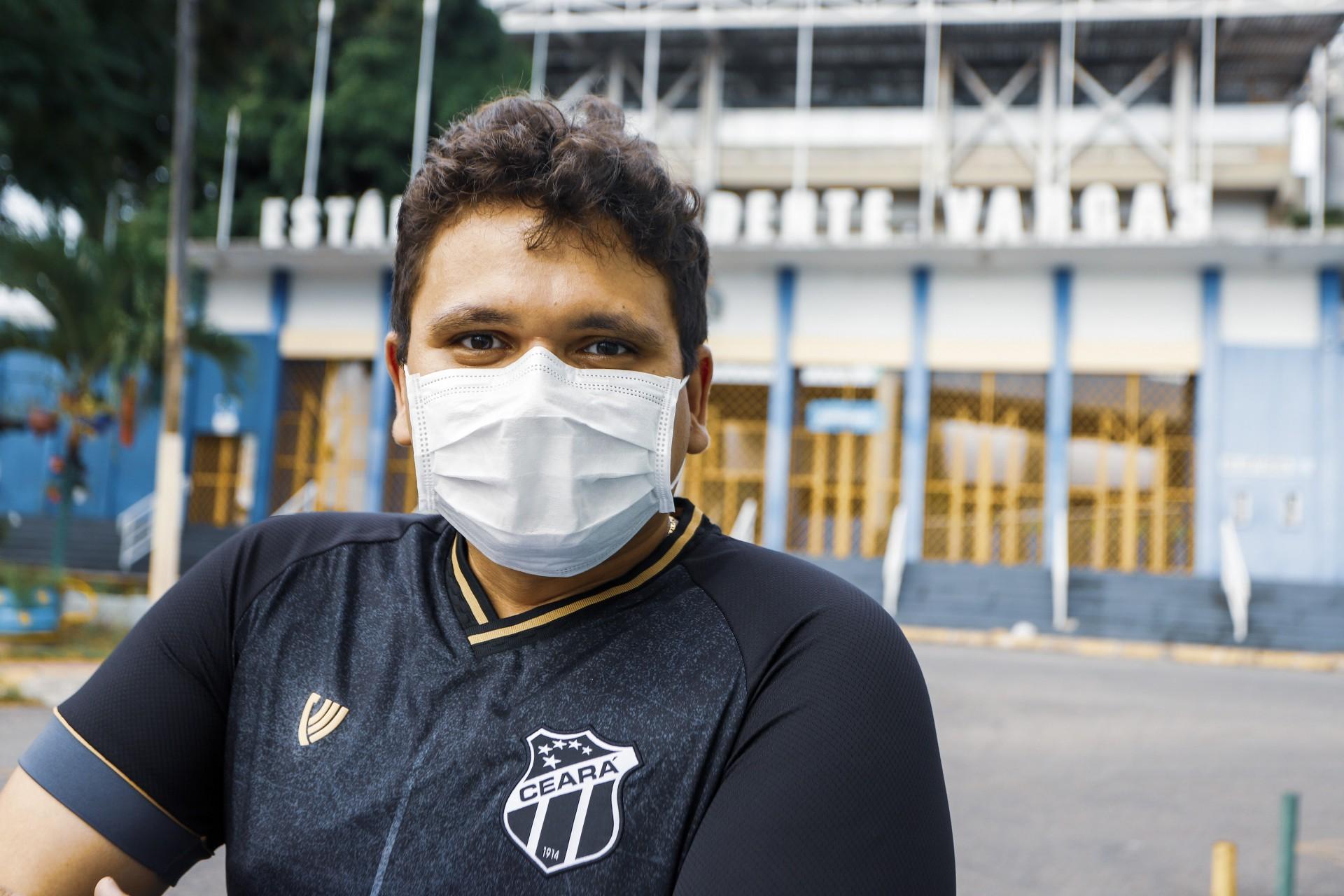 Fortaleza, Ce, BR 09.04.21- Aniversário de Fortaleza - Na foto o médico torcedor do Ceará Thomas Feitosa em visita ao Estádio Presidente Vargas fechado por causa da pandemia do coronavirus  (Foto: Fco Fontenele/O POVO) (Foto: FCO FONTENELE)