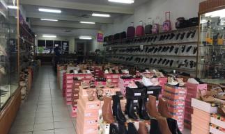 Lojas do centro comercial de Juazeiro do Norte tiveram baixa movimentação de clientes nesta segunda-feira, 12
