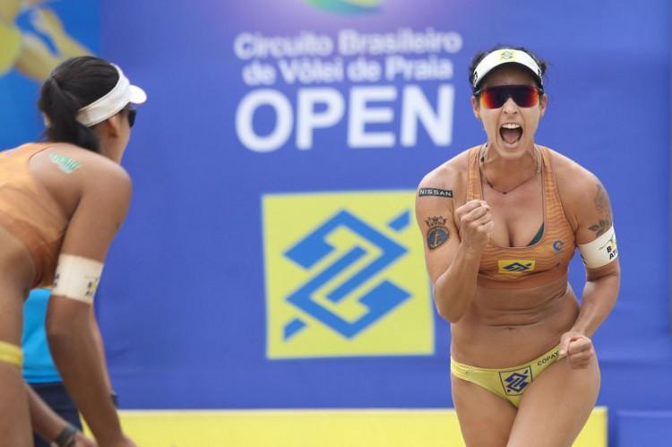 Ágatha e Duda lideram o ranking nacional do vôlei de praia feminino