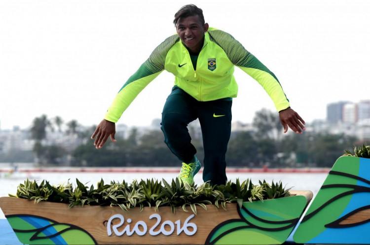 Isaquias Queiroz conquistou três medalhas olímpicas no Rio-2016