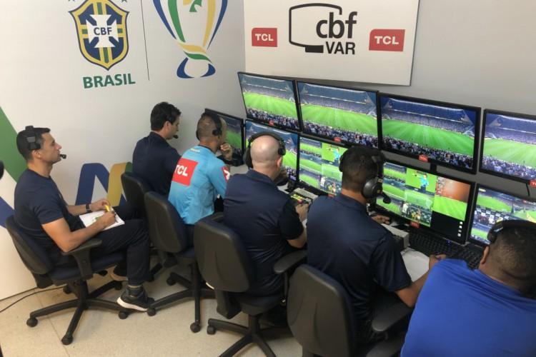 estudo da FIFA analisa o desempenho do VAR no Brasil (Foto: Fernando Torres / CBF)
