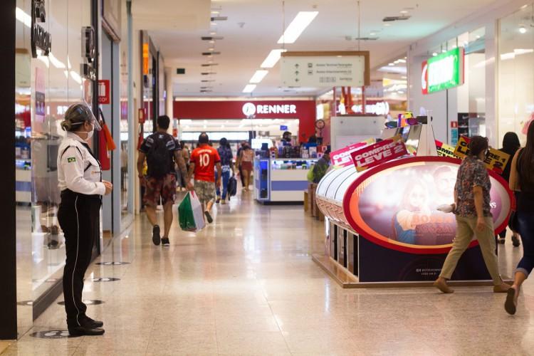 Shopping Parangaba na retomada das atividades em Fortaleza (Foto: FERNANDA BARROS/ESPECIAL PARA O POVO)