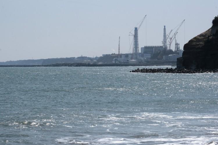 Esta foto tirada em 10 de março de 2021 da costa da cidade de Futaba, na prefeitura de Fukushima, mostra a usina nuclear de Fukushima Daiichi da Tokyo Electric Power Company Holdings  (Foto: Kazuhiro NOGI / AFP)